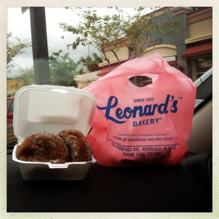 leonards-bakery-malasadas